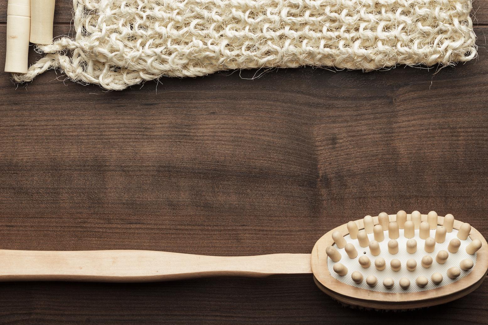 cepillo-de-bambu-y-banda-de-yute-para-masajes-de-espalda-de-materias-naturales-propias-de-hogar-ecologico
